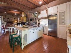 Cucina su misura in legno massello con isolaCucina 12 - GARDEN HOUSE LAZZERINI