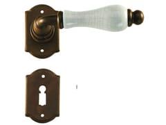 Maniglia in ferro su rosetta con bocchettaPRAGA | Maniglia - GALBUSERA GIANCARLO & GIORGIO
