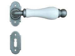 Maniglia in porcellana e ferro con bocchettaDUBLINO | Maniglia con bocchetta - GALBUSERA GIANCARLO & GIORGIO