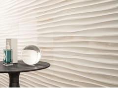 Rivestimento tridimensionale in ceramica effetto marmoELEGANCE | Str. Move 3D Marfil - MARAZZI GROUP