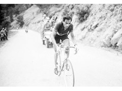 Stampa fotograficaFAUSTO COPPI ON THE 1952 TOUR - ARTPHOTOLIMITED
