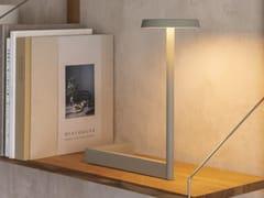 Lampada da tavolo a LED in metalloFLAT | Lampada da tavolo a LED - VIBIA