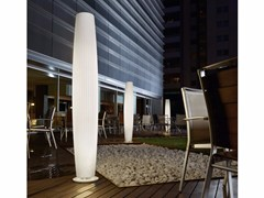 Lampada da terra per esterno in polietileneMAXI P 180 OUTDOOR - BOVER IL. LUMINACIÓ & MOBILIARIO