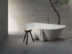 Vasca da bagno asimmetrica centro stanza in Korakril™ BlendFONTE | Vasca da bagno centro stanza - REXA DESIGN