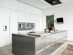 Cucina su misura in acciaio inox con isola FORM 2 - STAINLESS STEEL + CHALK WHITE -