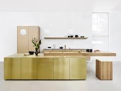 Cucina in legno e ottone con apertura push-pull FORM 45 - BRASS -