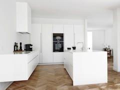 Cucina in legno massello con isola FORM 6 + FORM 7 WHITE -