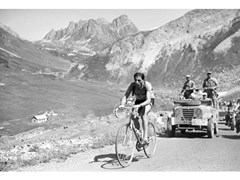 Stampa fotograficaFAUSTO COPPI DURING THE 1952 TOUR - ARTPHOTOLIMITED