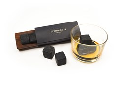 Pietre da whisky in granulite con vassoio in noce GRANULITE WHISKY STONE SET - LITHOLOGIE
