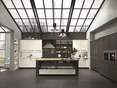 Cucina in legno con maniglie HERA | Cucina in legno - SISTEMA