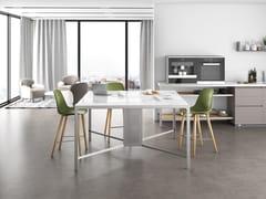 Tavolo da riunione quadrato in ceramica con sistema passacavi ISOLA BANCOQUADRO | Tavolo da riunione in ceramica - Isole h90-h105