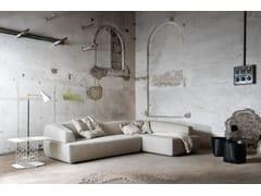 Divano imbottito in tessuto ITALO | Divano con chaise longue -