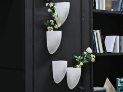 Vaso da parete in ceramicaKIKIBIO - ADRIANI E ROSSI EDIZIONI