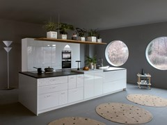 Cucina componibile con isola in bianco laccato lucidoMESA | Cucina con isola - TONCELLI