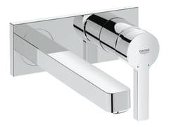 Miscelatore per lavabo a 2 fori monocomando con piastra LINEARE SIZE M | Miscelatore per lavabo a muro - Lineare