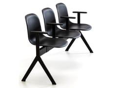 Seduta su barra a pavimento con braccioli MÁNI PLASTIC BE | Seduta su barra con braccioli - Máni Plastic