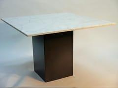 Tavolo da pranzo con top in marmo e base in lamiera di ferroMAXIMUS   Tavolo quadrato - DADRA