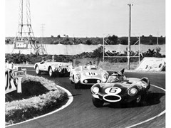 Stampa fotograficaMIKE HAWTHORN A LE MANS NEL 1955 - ARTPHOTOLIMITED