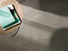 Pavimento in gres porcellanato effetto cemento ON LIGHT GREY - URBATEK - Grès Porcellanato