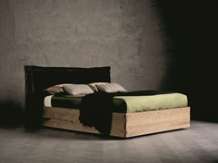 Letto matrimoniale in legno massello con testiera imbottitaPEGASO RING 5 - ALTA CORTE