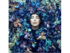 Stampa fotograficaPORTRAIT IN FLOWERS 2 - ARTPHOTOLIMITED