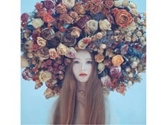 Stampa fotograficaPORTRAIT IN FLOWERS - ARTPHOTOLIMITED