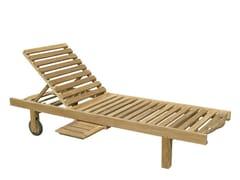 Lettino da giardino reclinabile in legno con ruote LOS ROQUES   Lettino da giardino con ruote -