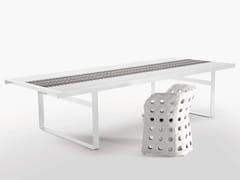 Tavolo da giardino con piano in gres porcellanatoCANASTA | Tavolo da giardino - B&B ITALIA OUTDOOR, A BRAND OF B&B ITALIA SPA