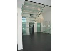 Scala a giorno autoportante in vetro con cosciali lateraliScala a giorno in vetro temperato - SILLER TREPPEN