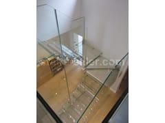 Scala a giorno autoportante ad U in vetro con cosciali lateraliOPEN GLASS STAIR FOR UK AND US PROJECTS | Scala a giorno in vetro - SILLER TREPPEN