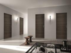 Porta a battente a filo muro in legno BISYSTEM | Porta a filo muro - Design