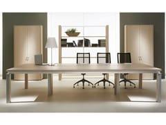 Tavolo da riunione modulare rettangolare in legno impiallacciato ELECTA | Tavolo da riunione modulare - Electa