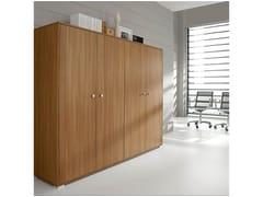 Mobile ufficio alto in legno impiallacciato con ante a battente PRATIKO | Mobile ufficio alto - Pratiko