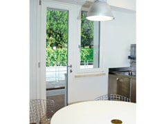 Porta-finestra in alluminio e legno maggiorata con serraturaPorta-finestra in alluminio e legno - AGOSTINIGROUP