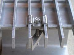 Morsetto graffa ancoraggio grigliati acciaioFERMA GRIGLIATO ACCIAIO GRATEFIX - ARTSTEEL