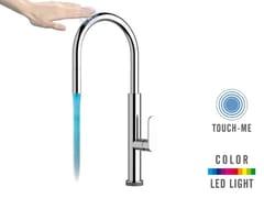 Miscelatore cucina con bocca girevole e doccetta estraibile TOUCH-ME COLOR - NKTR 73   Miscelatore da cucina elettronico - Touch-Me