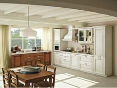 Cucina componibile lineare in legno massello con maniglieOPRAH 4 - CREO KITCHENS BY LUBE