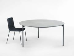 Tavolo da giardino rotondo in cemento alleggeritoPLANO | Tavolo rotondo - PAOLA LENTI