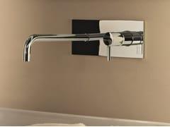 Miscelatore per lavabo a muro con piastra NOSTROMO SMALL - D013A/E713B - Nostromo Small