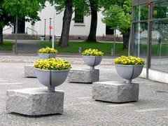 Nola Industrier, BERZELII Fioriera per spazi pubblici in alluminio