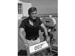 Stampa fotograficaROGER MOORE NEL 1973 - ARTPHOTOLIMITED