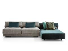 Divano componibile in tessuto con chaise longueSALON NANÀ   Divano - MOROSO