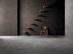 Pavimento/rivestimento in gres porcellanato effetto tessuto SET DRESS DARK - Set