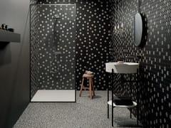 Pavimento in gres porcellanato effetto terrazzo venezianoSHARDS SMALL BLACK - CERAMICA FONDOVALLE