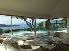 CARMINATI SERRAMENTI, SKYLINE SLIDING LEGNO - ALLUMINIO Porta-finestra alzante scorrevole in alluminio e legno con doppio vetro