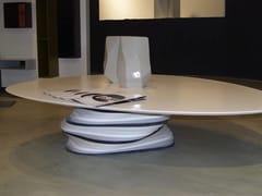 Tavolino basso triangolare in Solid SurfacePLECTRUM | Tavolino in Solid Surface - BOFFETTO