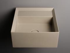 Lavabo in ceramica da appoggio e sospeso con troppo pienoCUT | Lavabo quadrato - VALDAMA