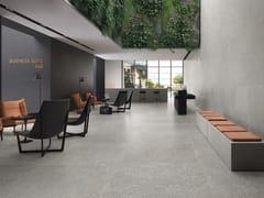 Pavimento/rivestimento in gres porcellanato effetto pietra SUITE GREY - Suite
