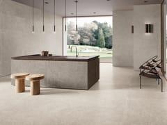 Pavimento/rivestimento in gres porcellanato effetto pietra SUITE IVORY - Suite