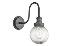 Lampada da parete per esterno in ottone e vetroSWAN NECK GLOBE - INDUSTVILLE